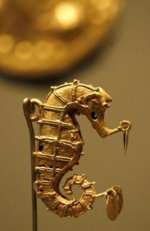 Fibule Hippocampe musée Pinterest