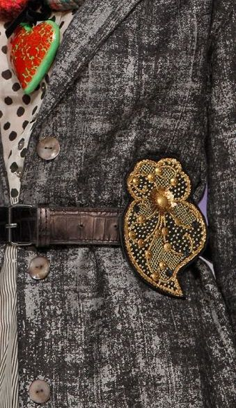 MOB 45 A la ceinture d'un blazer